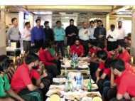 वीडियो: जब रेस्तरां के सीईओ ने छोटे कर्मचारियों को खुद कराया लंच