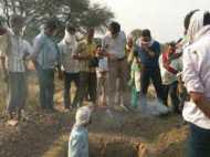 मां ने ठान लिया है दिलाकर रहेगी बेटी को न्याय, कब्र खोदकर निकाला गया 'शाजिया' का शव