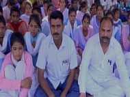 छेड़खानी से परेशान 80 छात्राओं ने छोड़ा स्कूल, भूख हड़ताल पर बैठी