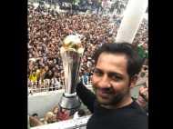 भारत को हराकर घर लौटी पाक टीम पर बरसे फूल हुआ शानदार स्वागत