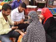 सहारनपुर: ईद से पहले कुछ इस तरह सज संवर रही हैं मुस्लिम महिलाएं