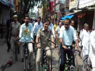 भाजपा के अभियान को सफल बनाने के लिए अखिलेश की 'साइकिल' चला रहे हैं अधिकारी