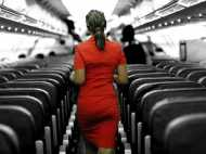 खूबसूरत एयरहॉस्टेस वाली फ्लाइट में बैठाकर किया किडनैप, नाजुक अंगों को किया टॉर्चर