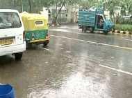 दिल्ली में झमाझम बारिश, गर्मी से राहत, तेज हवाओं से परेशानी