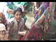 VIDEO: शहीद पापा के लिए बेटी का रो-रोकर बुरा हाल, पत्नी भी बेसुध