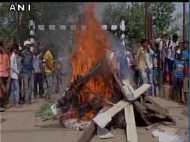 बिहार: रेलवे ट्रैक पर छात्रों का हंगामा, पुलिस से मारपीट के बाद हुई हवाई फायरिंग
