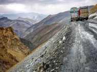 मनाली-लेह मार्ग पर लापता 450 लोग, तीर्थयात्रा पर मुसीबत