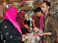 PICS: मुस्लिम महिलाओं को खूब भा रही बाहुबली की चूड़ियां