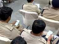 नीतीश बिहार को गुजरात बनाने की कर रहे थे बात, पुलिस थी Whatsapp पर बिजी