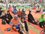 रोजे की परवाह किए बिना इन महिलाओं ने किया जमकर योग
