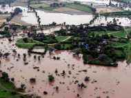 गुजरात बाढ़ : अब तक 75 लोगों की मौत, कई इलाकों में हाई अलर्ट जारी