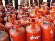 GST इफेक्ट : LPG सिलेंडर महंगा, इस महीने से देने होंगे 32 रुपये ज्यादा