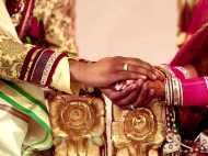 चल रही थी शादी की रस्में, पहुंची दूल्हे की गर्लफ्रेंड और मंडप पर ही करने लगी किस