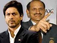 चक दे इंडिया के 'कबीर खान' पर भ्रष्टाचार के आरोप, खतरे में नौकरी