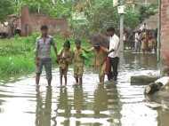 VIDEO: बारिश के पानी से डबाडब घर-घर, गांव-गांव