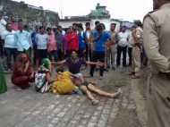 VIDEO: देखिए बदमाश की हत्या पर उसके घरवालों का विलाप, गांव के लोगों ने ही की है हत्या
