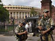 यूपी विधानसभा में विस्फोटक मिलने के बाद संसद में भी सुरक्षा जांच तेज
