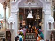 मंदिरों में पुराने नोट चढ़ाकर भगवान को भी धोखा दे रहे हैं भक्त!