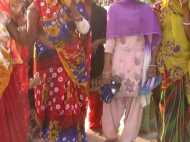 गांव में ही महिला सरपंच को चप्पल हाथ में लेकर निकलना पड़ता है