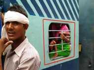 VIDEO: मेले की रेलवे ने की ऐसी तैयारी कि श्रद्धालुओं को टॉयलेट में करना पड़ रहा है सफर