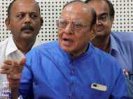 गुजरात कांग्रेस को लग सकता है बड़ा झटका, वाघेला ने दिखाए तेवर