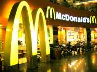 तीन साल के बेटे के लिए मैकडोनाल्ड से खरीदा चीजबर्गर, भीतर चल रहे थे जिंदा कीड़े