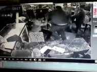VIDEO: दो गुटों में भयानक मारपीट, दूर-दूर तक वीडियो वायरल
