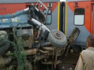 औरैया में ट्रेन हादसा: डंपर से टकराई कैफियत एक्सप्रेस, 8 डिब्बे पटरी से उतरे, 74 घायल