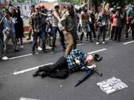 अमेरिका के वर्जीनिया में राष्ट्रवादियों और प्रदर्शनकाारियों के बीच हिंसा, कई घायल