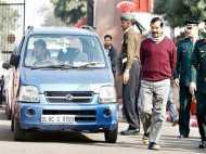 केजरीवाल को पड़ी LG की डांट- पार्किंग से दूर क्यों खड़ी की थी कार, सुरक्षा उपकरणों का इंतजाम था या नहीं