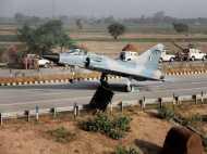 लखनऊ-आगरा एक्सप्रेस-वे 20 एयरक्राफ्ट का जमावड़ा, गर्जन से गूंज उठे आसमान और सहम गए दुश्मन के हौसले