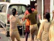 PICs: टॉयलेट ध्वस्त कराने पहुंची पुलिस से हुई ऐसी झड़प कि चल गए लाठी डंडे