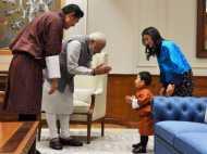 आखिर क्यों प्रधानमंत्री मोदी ने नहीं खींचे इस बच्चे के कान, हाथ जोड़े खड़े रहे...