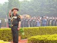 PICs: आर्मी चीफ बिपिन रावत ने काशी विश्वनाथ मंदिर पहुंचकर बताई भारतीय हथियारों की हकीकत