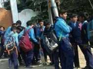 पिकनिक पर निकले स्कूली छात्रों के बस में लगी आग, राहगीरों की सतर्कता से बचाई गई जान