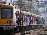 रेलवे पर चढ़ा 'भगवा रंग', केरसिया रंग से रंगे जाएंगे लेडीज कंपार्टमेंट