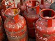 बड़ा झटका! रसोई गैस की कीमतें बढ़ीं, अब इतने का हुआ LPG सिलेंडर