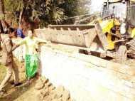 PICs: सहारनपुर की लेबर कॉलोनी में अवैध कब्जे पर चला बुल्डोजर