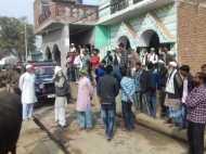 PICs: कन्नौज में चुनावी रंजिश के चलते दो पक्षों में फायरिंग और पथराव