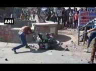 डंपर से कुचलकर 3 लोगों की मौत, गुस्साई भीड़ ने मचाया तांडव