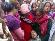 दिल्ली: 'खून से लथपथ मेरा बेटा, मेरी ही गोद में मर गया, किसी ने नहीं की मदद'
