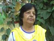 पति की मौत पर इस महिला ने पुष्प नहीं अपने खून से दी श्रद्धांजलि
