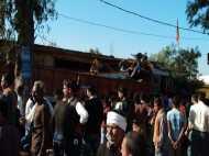 मध्य प्रदेश: दुकान में घुसा बेकाबू ट्रक, 8 की मौत, भीड़ ने पुलिस की गाड़ी में लगाई आग