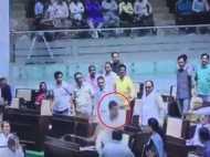 बीजेपी विधायक को बेल्ट से पीटने वाले कांग्रेस विधायक सस्पेंड