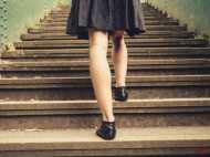 14 साल की लड़की से रेप के लिए सीढि़यों पर लाइन लगाकर खड़े थे मर्द, गर्भपात के घंटे भर बाद बनाना पड़ा शारीरिक संबंध