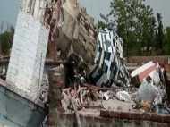 बलरामपुर: तेज आंधी और बारिश में मस्जिद की मीनार धराशाई, मलबे में दब कर मां-बेटे की मौत