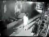 रात में आकर महिला के घर में लगाई आग, घटना CCTV में हुई कैद
