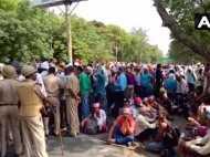 VIDEO: नियुक्ति की मांग कर रहे बीएड टीईटी अभ्यर्थियों पर लखनऊ में लाठीचार्ज