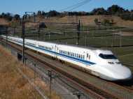 हाई स्पीड कॉरिडोर के दोनों ओर दीवारें बनाकर कमाई करना चाहता है रेलवे, समझिए पूरा प्लान
