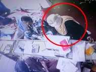 CCTV में कैद हुई इस बुर्कानशीं महिला की करतूत, देखिए VIDEO